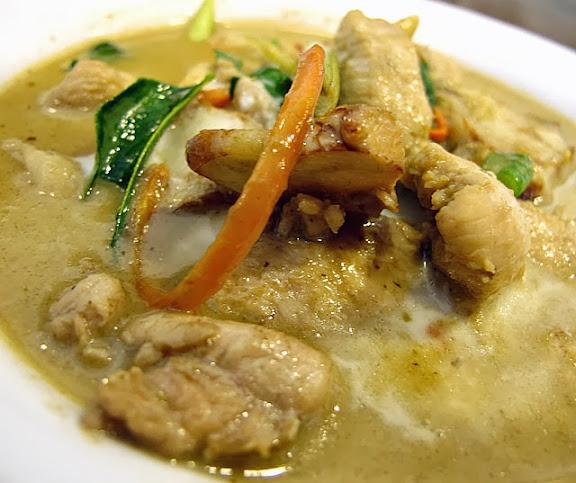 綠咖哩雞-泰僑村台中泰式料理