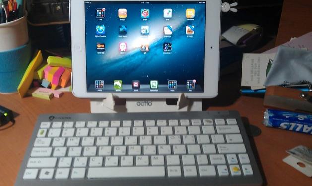 블루투스 키보드와 아이패드 태블릿의 조합