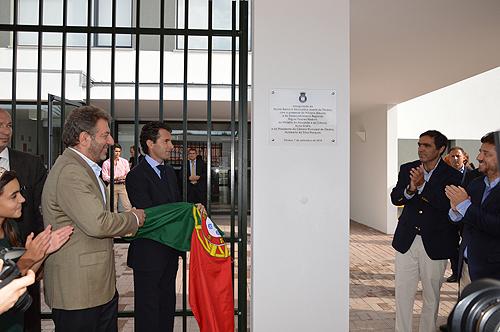 Dois ministros, Nuno Crato e Poiares Maduro, inauguraram a nova escola em Óbidos