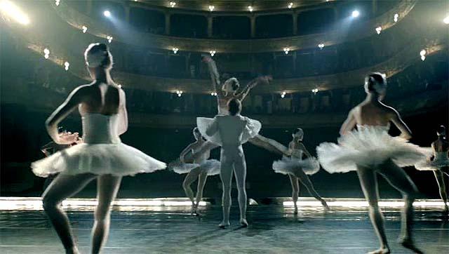 Conjunto de danza clásica en escena