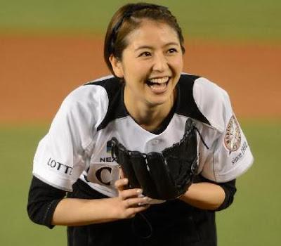 【動画】長澤まさみ、ノーバン始球式!肩の強さを魅せつけるwwww