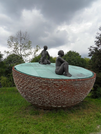 Statua su semisfera