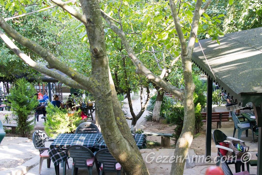 Polonezköy, Polina'nın arka bahçesi, hamaklar, mangal