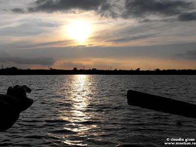 apus de soare pe ape in delta