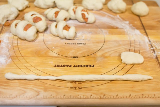 process photo showing how to make the dough ropes