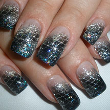 unhas decoradas com glitter prata para o Réveillon