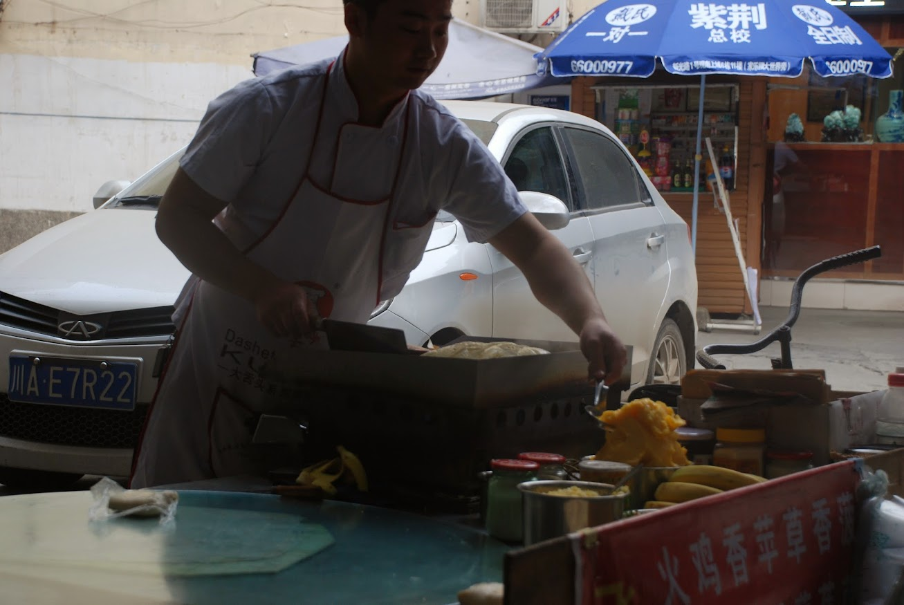 Китайцы готовят прямо на улицах
