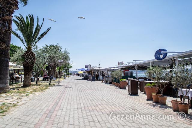 Cunda sahili ve restoranlar