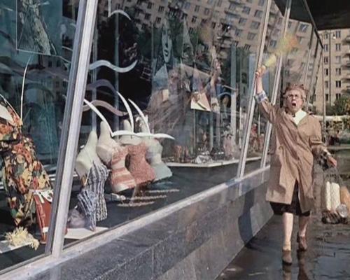 Витрины московских магазинов в СССР. Фото