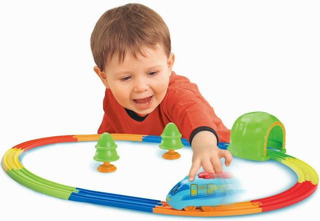 Đồ chơi Tàu hỏa Pull & Go Train Set Tomy thật lý thú