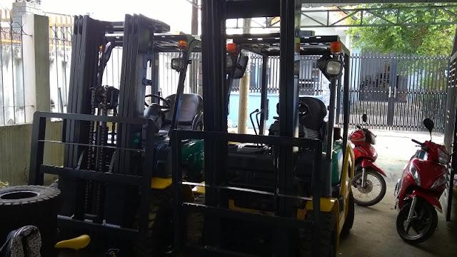 Xe nâng diesel Komatsu 2.5 tấn