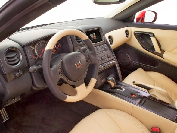 2015 Nissan GT-R - Interior