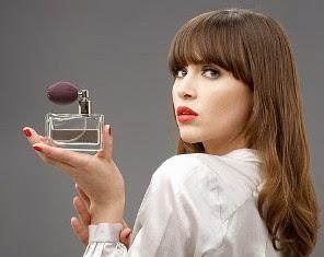PerfumeGirl2-468x600 দীর্ঘক্ষণ পারফিউম ধরে রাখুন সহজেই