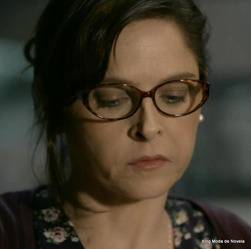 moda da novela Império - óculos da Cora dia 24 de julho
