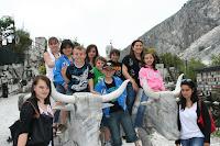 nos jeunes aux carrières de marbre à Carrare Italie