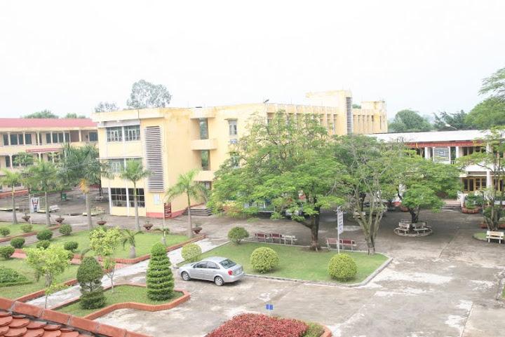 Trường THPT GANG THÉP nhìn từ khu nhà văn phòng