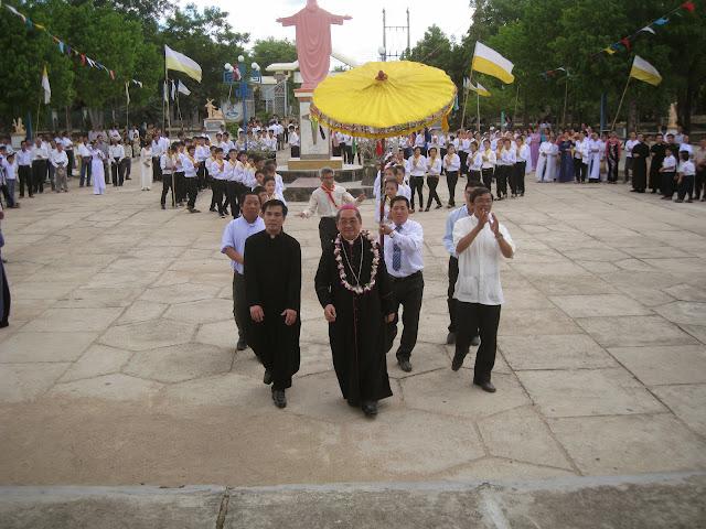 Hình ảnh thánh lễ và ban bí tích Thêm sức tại Giáo xứ Thạch Hà