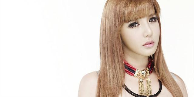 """Park Bom (2NE1) được phát hiện đi lang thang trên đường với khuôn mặt """"Mới"""" gây sốc cư dân mạng"""