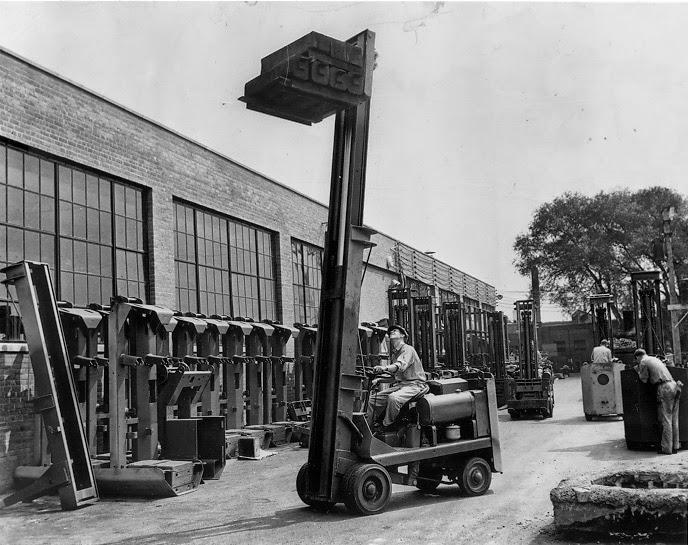 xe nang towmotor nhung nam 1940s
