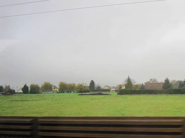平坦な土地が続くフランスの風景