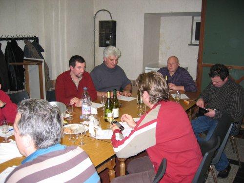 Pauze: tijd om het geld voor de deelname boven te halen en de geproefde wijnen al eens te evalueren.