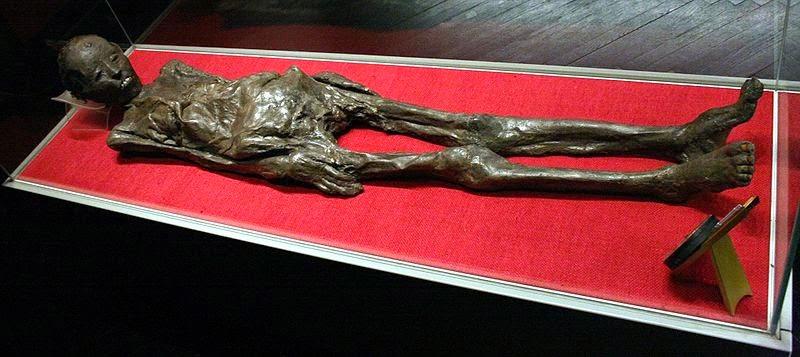 Múmia  Zagrebačka. O texto etrusco foi utilizado como material de revestimento do corpo da múmia que pertencia a uma mulher egípcia.