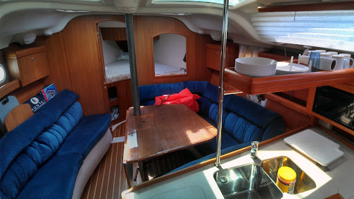 Hunter 386- Cabin Starboard