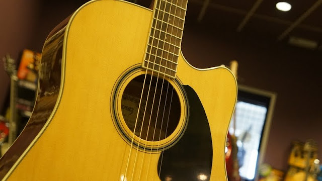 CRINSON MUSIC AND GUITARS Ibanez PF15C Acoustic Guitar