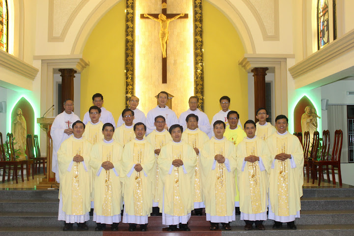 Thánh lễ tạ ơn của 14 Tân Linh mục tại Toà Giám Mục