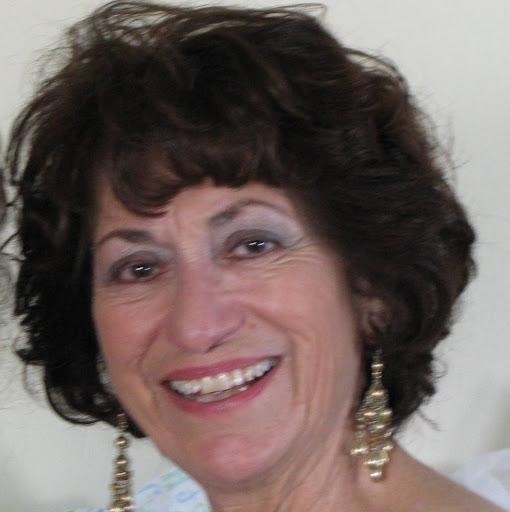 Gloria Holt