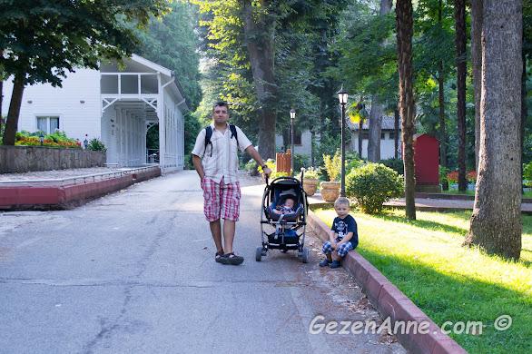Termal'de bebekli, çocuklu dolaşırken, Yalova
