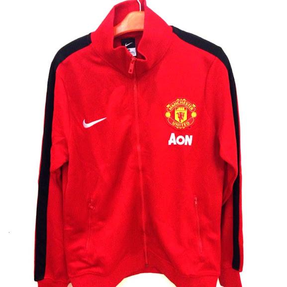 Jual Jaket Manchester United Warna Merah List Hitam