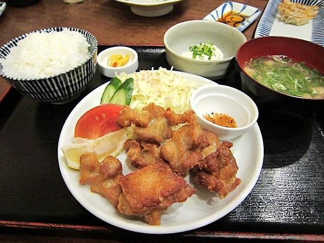 長浜将軍長住店は定食メニューも充実。ラーメン屋で唐揚げ定食もいいね。