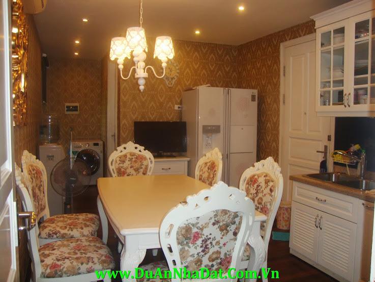 Phòng bếp rộng rãi căn hộ P1 Ciputra
