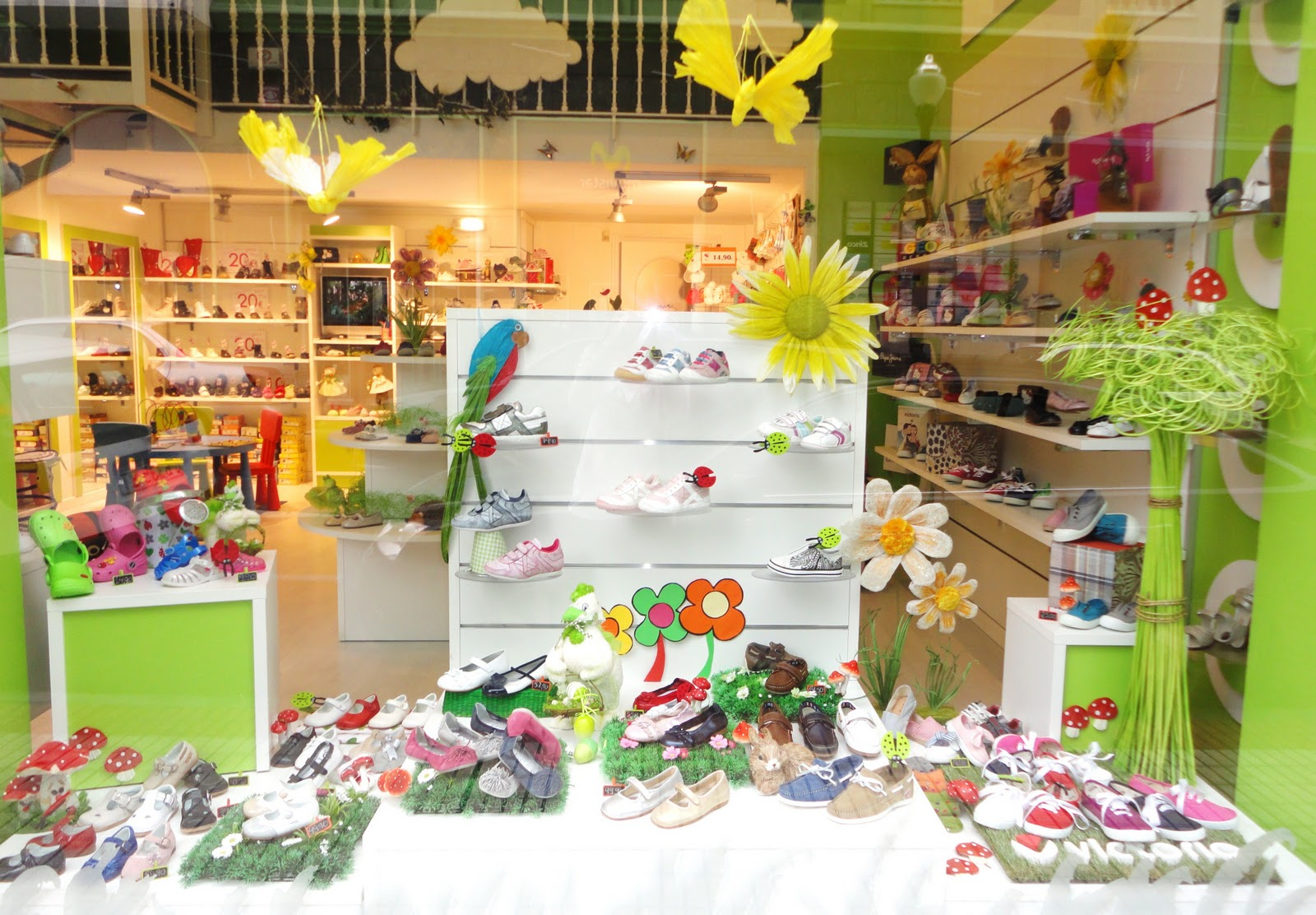 El escaparate for Zapateria infantil