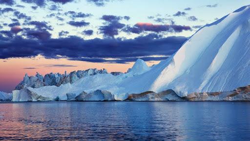 Iceberg in Disko Bay, Greenland.jpg