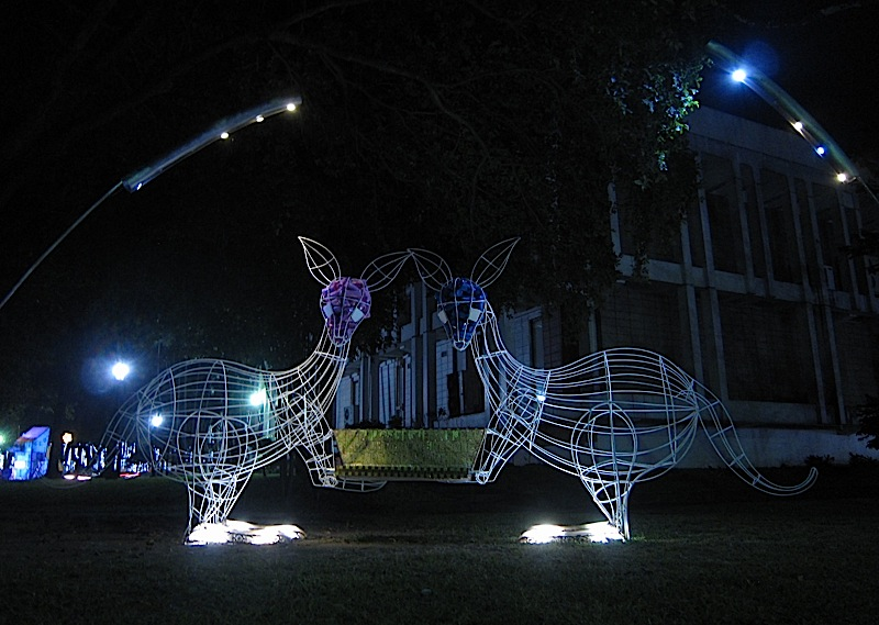 pair of kangaroos with a bathtub bench at Plet Bolipata's 'imagiNation' exhibit at the Ateneo de Manila University
