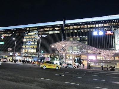 新しくなった博多駅の夜景