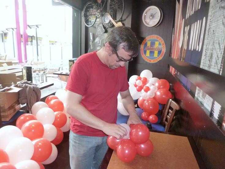 como-hacer-decoracion-flor-globos-05