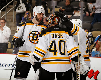 Bruins players celebrate win with Tuukka Rask