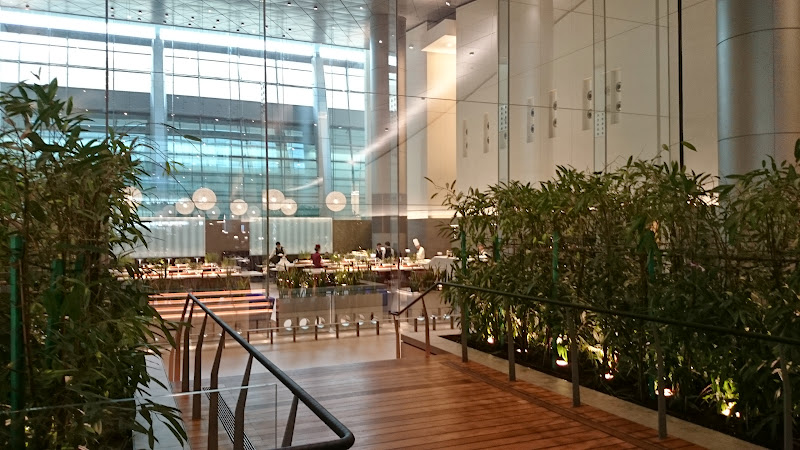 DSC 4985 - REVIEW - Qatar Al Mourjan Business Class Lounge, Doha (September 2014)