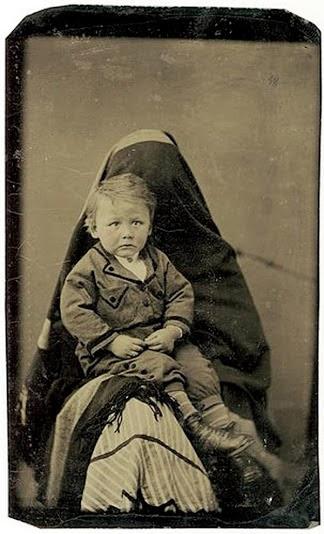Uma mãe camuflada e seu bebê