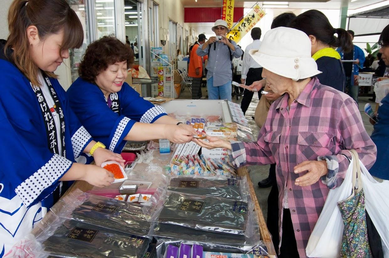 丸二永光水産:特製イクラのせミニおにぎり(新米ななつぼし)の試食