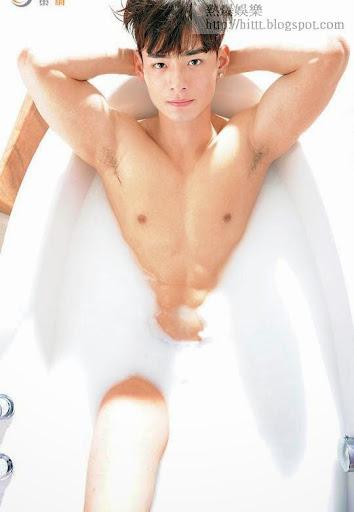 何浩文身形健碩,曾拍下不少露肌寫真照。