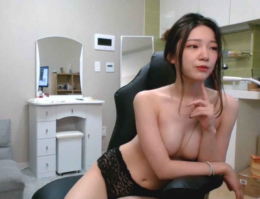 junior model nud