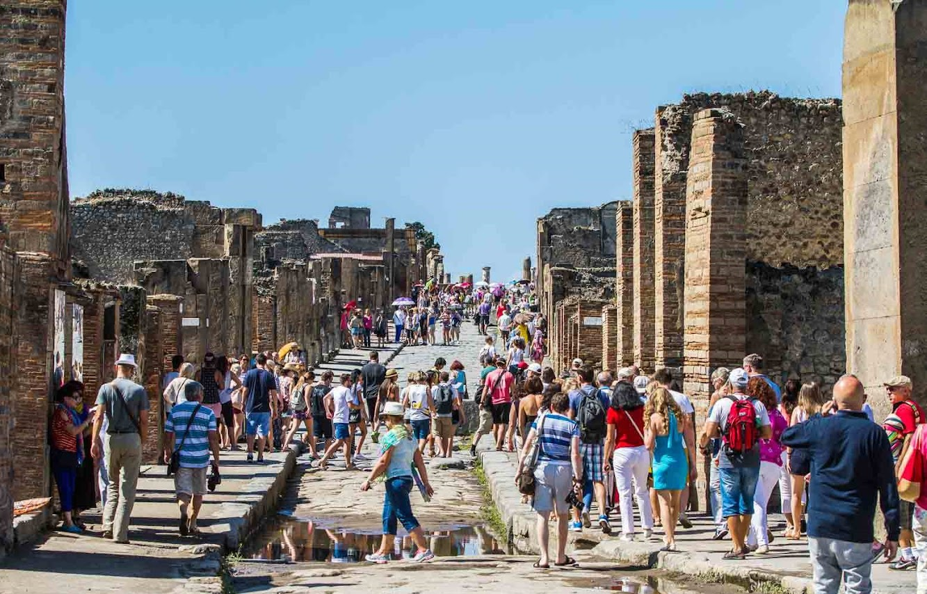 Italy: Tourists in their millions are 'wearing out Pompeii'