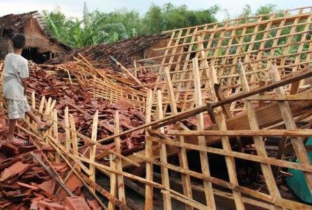 Rumah Warga Karangjati Roboh Diterjangan Puting Beliung