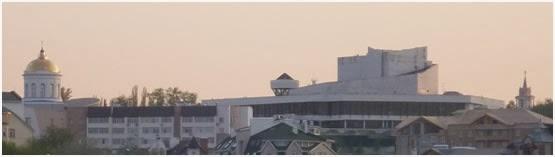 Собор Покрова Пр. Богородицы – храм Господу и театр Драмы – храм надменному человеческому гению лицедейства
