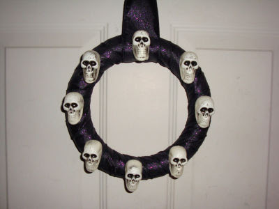 guirlanda de halloween com caveiras