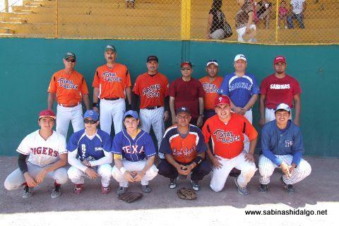 Equipo Pica Piedras del torneo dominical de softbol de la Liga Pequeña Sabinas